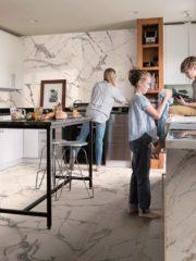 С използването на един и същи материал – гранитогрес – по пода и стените се създава визуално единство на пространството, впечатление за по-широко помещение и се подсилва красотата на материала. The Room от Imola Ceramica показва потенциала на гранитогреса в големи размери. Volturno.