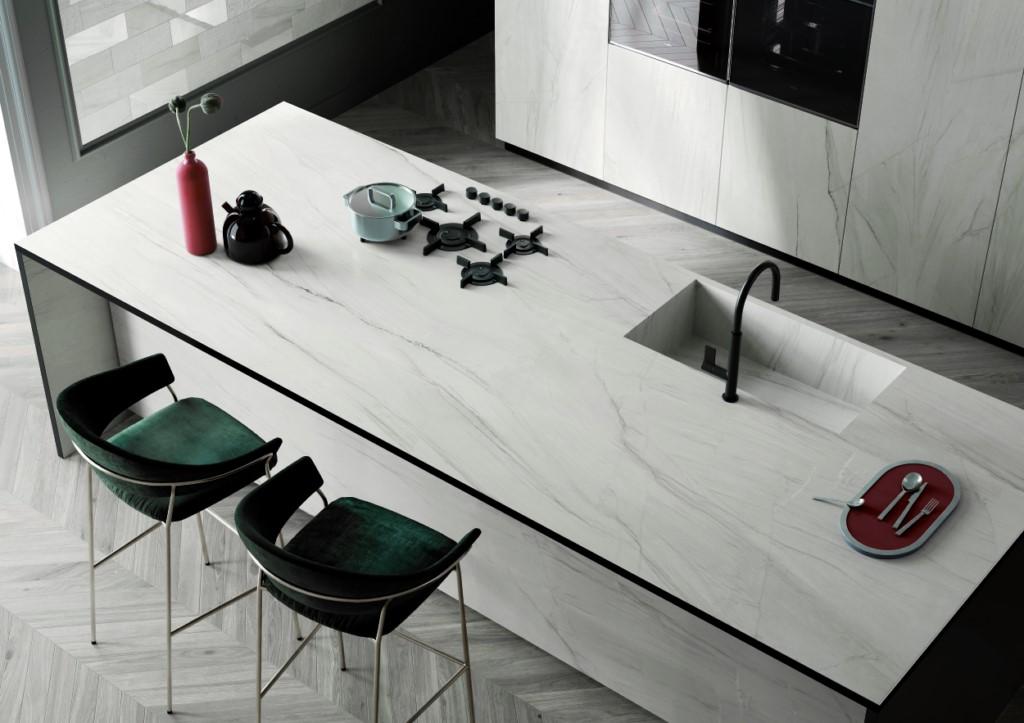 Пример за използване на новите плочи в голям размер 320х160см за плот, гръб и облицовка в кухнята. Гранитогрес Mega на Italgraniti комбинира здравина и сигурност с изключителна визия, подходяща за изискванията на съвременната архитектура. Volturno.