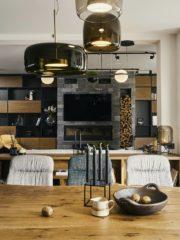 Важни за естетиката са дизайнерските осветителни тела на Vibia ( Iluminarte).