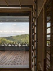Вила Мария разполага със сауна и фитнес с покрита тераса към него. И тук гледката е приоритет.