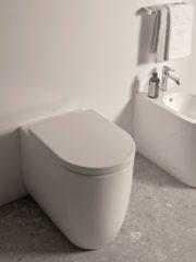 Портфолиото е обогатено с тоалетната Blend, която идеално допълва дизайна на Conca. Blend е с минималистичен и мек дизайн, с извита или кубична форма. Тя е с революционната иновация на Ideal Standard - AquaBlade® технология.