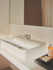 Интерпретация на класиката, представена от гамата мивки Conca, вдъхновена от дизайна на Паоло Тилке от 1972 година. Един чисто практичен елемент, превърнат в хармонична комбинация на форма и функция. Премиум мебелите Conca са с елегантен и минималистичен облик. Концепцията е модулна, а мебелите са с различни покрития и цветове. Има допълнителни опции като push отваряне, плавно затваряне и LED осветление за чекмеджетата, кутии за съхранение за по-добра организация.