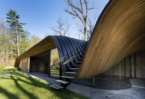 Къщата с прегънатия покрив