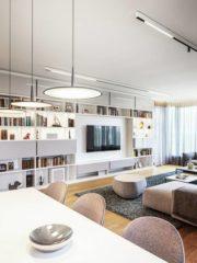 Умелото използване на мебели и осветителни тела и внимателният подбор на материали добавят усещане за изтънченост. Естествена светлина докосва и най-вътрешните зони.