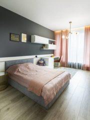 В нощната зона цветовете и елементите фино се смесват - покривките за легло, завесите, подовите настилки от дърво и едноцветните мебели подчертават атмосферата на стаите.
