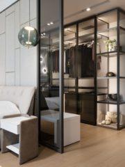 В родителската спалня откриваме комбинация на различни стенни покрития, които внасят уют и топлина в пространството. Преобладават светлите нюанси – бяло, бежово и пастелно синьо. Изящният стъклен гардероб елегантно експонира дрехите с опушени витрини и нежни LED подсветки отвътре. Арх. Попова харесва да включва в проектите си елементи, които граничат с типични за обществения интериор идеи. Вторият гардероб е висок клас - с бели кожени врати и стилни дръжки.